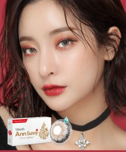 A Asian girl wears Ann365 Ann Sunny Gray contact lenses.