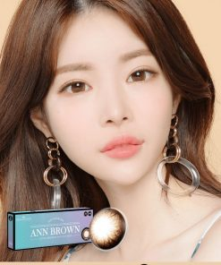 A Asian girl wear Ann365 Ann Brown Daily color contact lens