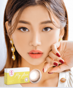 A Korean girl wears Ann365 MY ANN Only Brown Colored contact lens