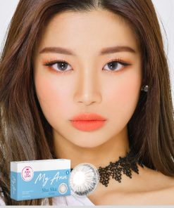A Beautiful girl wears Ann365 MY ANN Sha Sha Gray Colored contact lenses