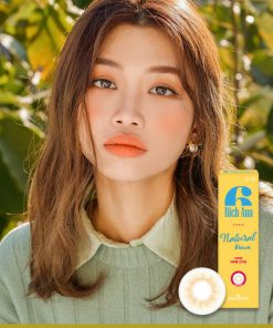 A Asian Girl wears Ann365 Rich Ann Natural Brown Colored contact lens