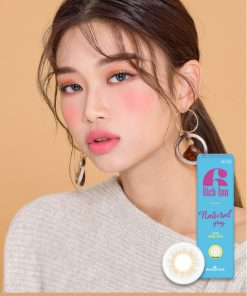 A Korean girl wears Ann365 Rich Ann Natural Gray Color contact lens