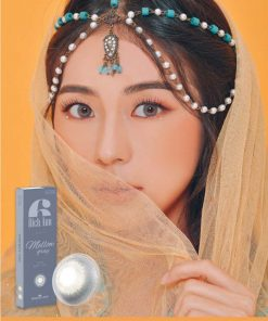 A girl wears Ann365 Rich Ann Mellow Gray Color contact lens
